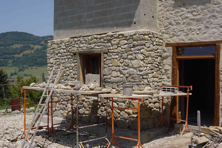 Devis mur en pierre mon for Chambre avec mur en pierre