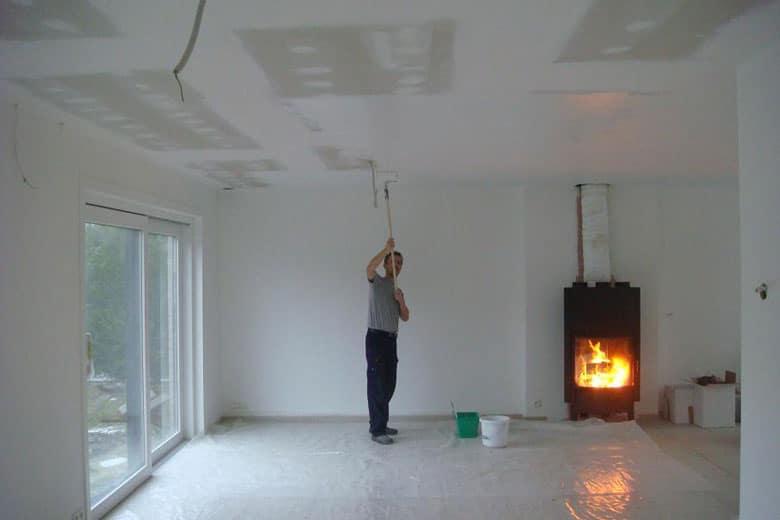 Prix peinture plafond trouver un artisan dans votre ville - Bien peindre un plafond au rouleau ...