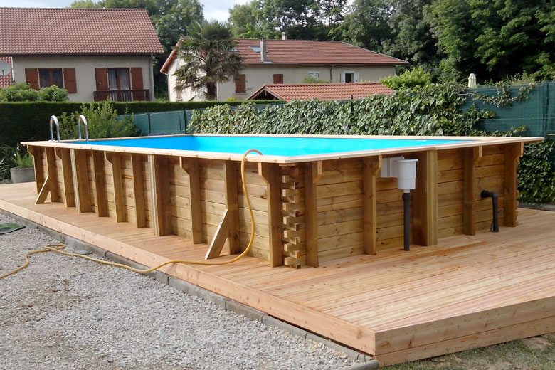 Devis piscine en bois mon for Reglementation piscine semi enterree